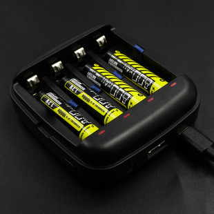 Yeah Racing AAA / AA Li-ion Ni-MH USB Powered Battery Charger